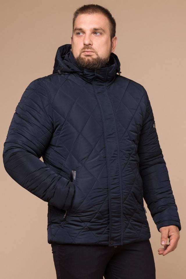Синяя комфортная мужская куртка на зиму модель 19121