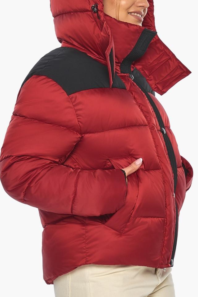"""Рубиновая куртка с воротником женская зимняя модель 57520 Braggart """"Angel's Fluff"""" фото 8"""