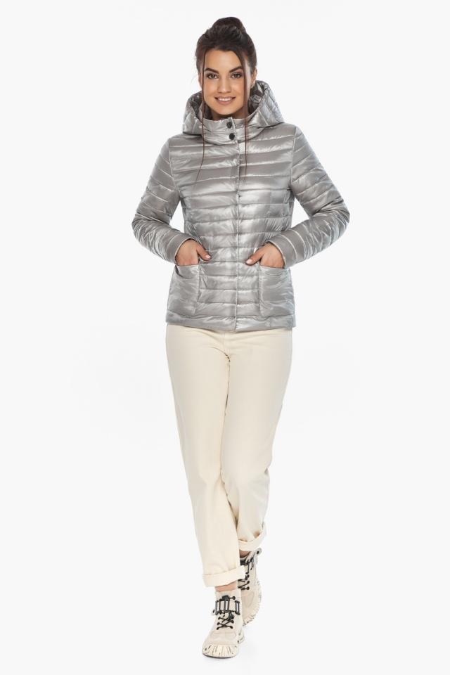 """Короткая куртка женская на осень-весну цвет перламутровый светло-серый модель 67510 Braggart """"Angel's Fluff"""" фото 5"""