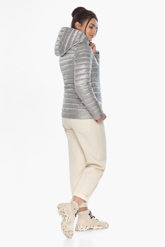 """Короткая куртка женская на осень-весну цвет перламутровый светло-серый модель 67510 Braggart """"Angel's Fluff"""" фото 6"""