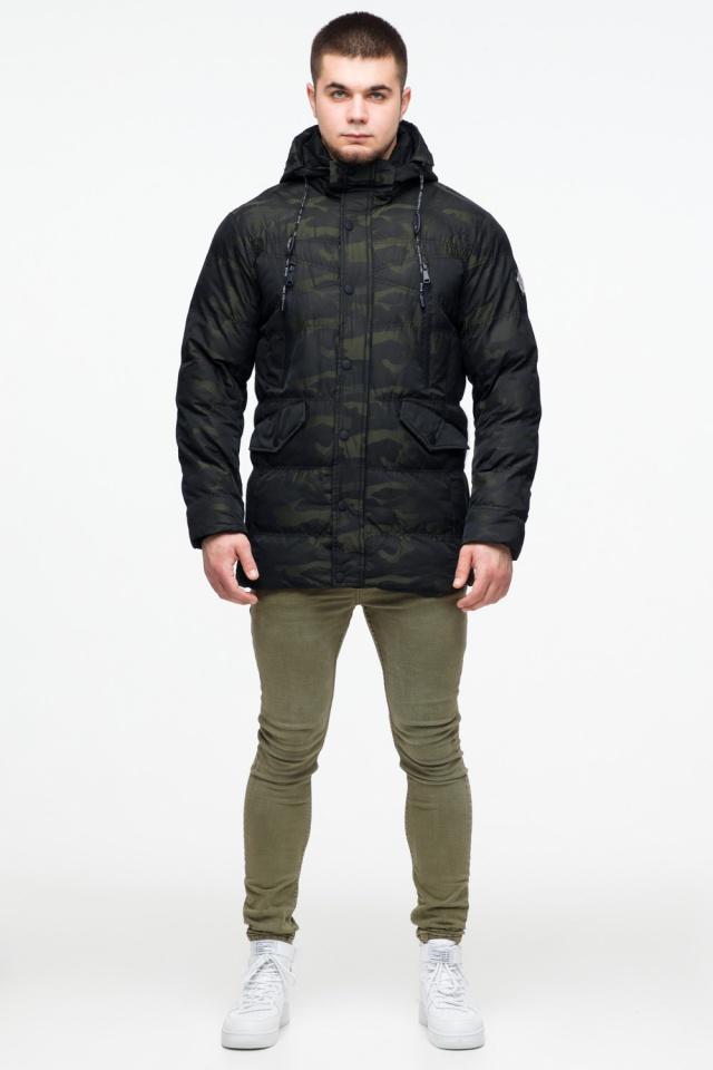 Темно-зеленая мужская молодежная куртка дизайнерская на зиму модель 25140