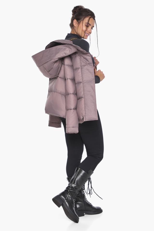 """Короткая пудровая куртка женская зимняя модель 43560 Braggart """"Angel's Fluff"""" фото 3"""