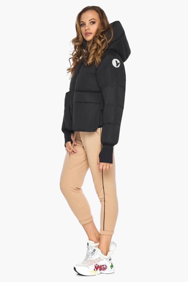 Чёрная куртка с необычным карманом для девушки модель 26370 Youth фото 2