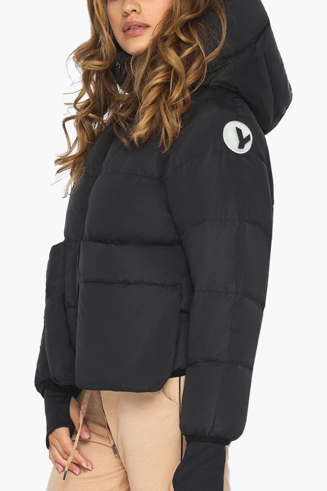 Чёрная куртка с необычным карманом для девушки модель 26370 Youth фото 6