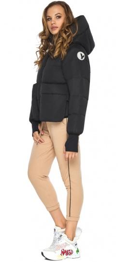 Чёрная куртка с необычным карманом для девушки модель 26370 Youth фото 1