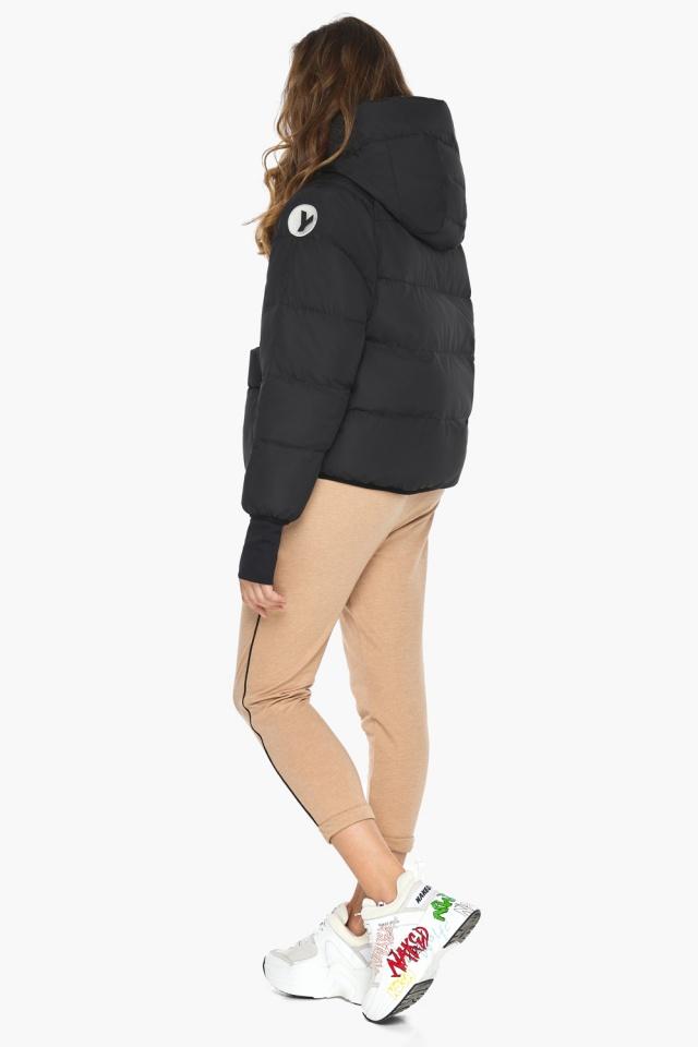 Чёрная куртка с необычным карманом для девушки модель 26370 Youth фото 5