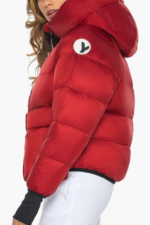 Подростковая рубиновая куртка Youth из изысканной ткани модель 26370 Youth фото 6