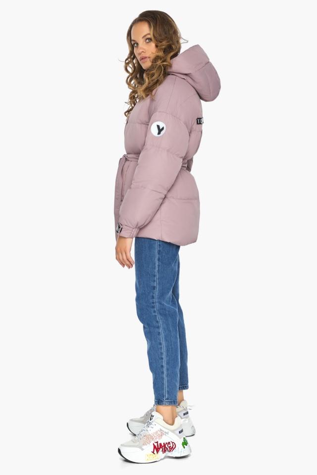 Осенняя куртка с приспущенным рукавом пудровая модель 21045 Youth фото 3