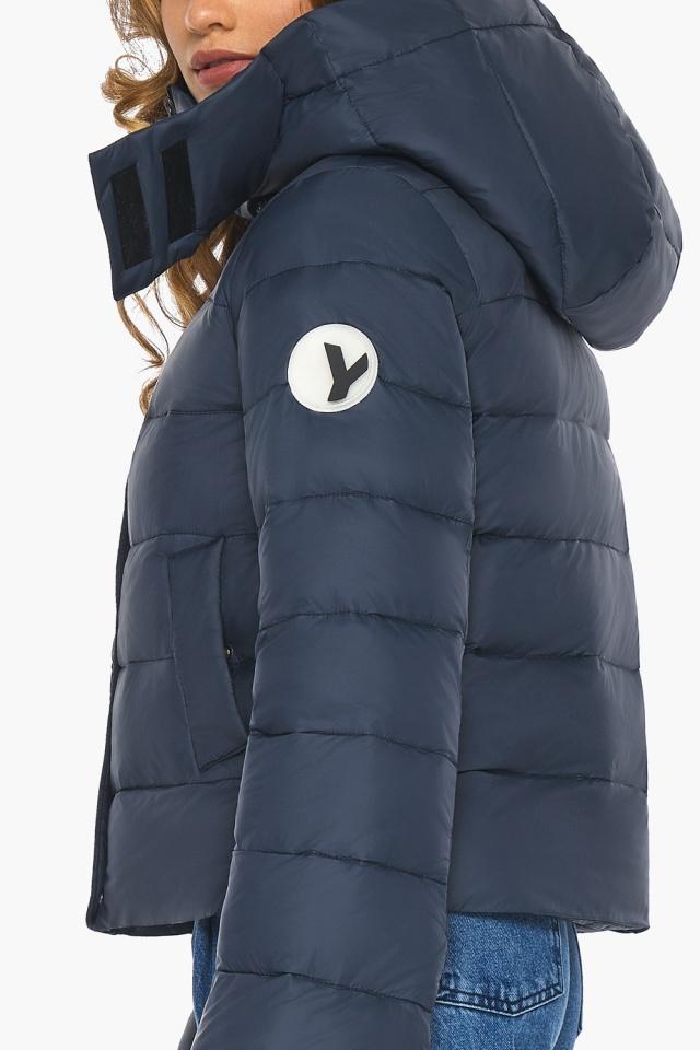 Изысканная и грациозная куртка тёмно-синяя для подростка модель 21470 Youth фото 6
