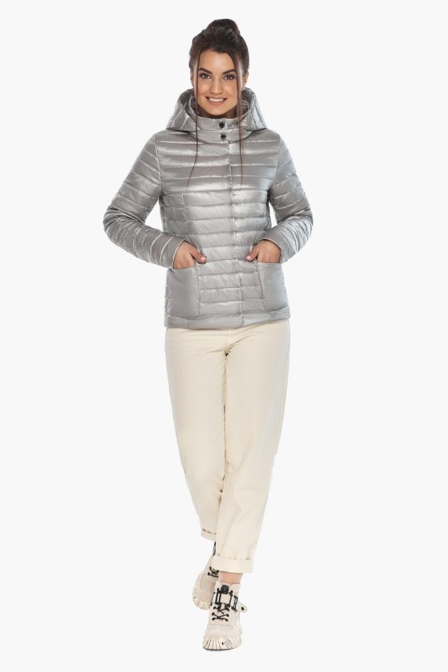 """Трендовая куртка женская цвет перламутровый светло-серый модель 67510 Braggart """"Angel's Fluff"""" фото 2"""