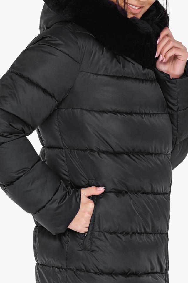 """Женская практичная куртка чёрного цвета модель 31049 Braggart """"Angel's Fluff"""" фото 7"""